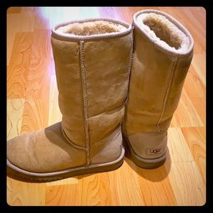 Ugg boots size 6 in tan
